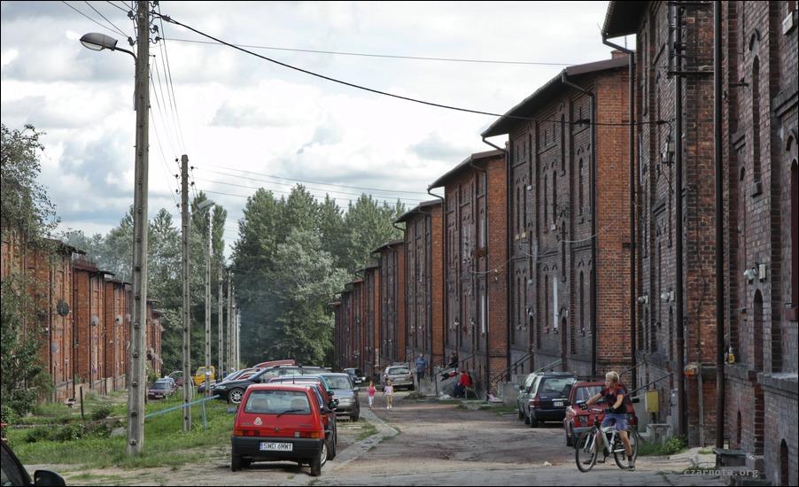 2010_08_08_019_familoki_w_dzielnicy_Chwa