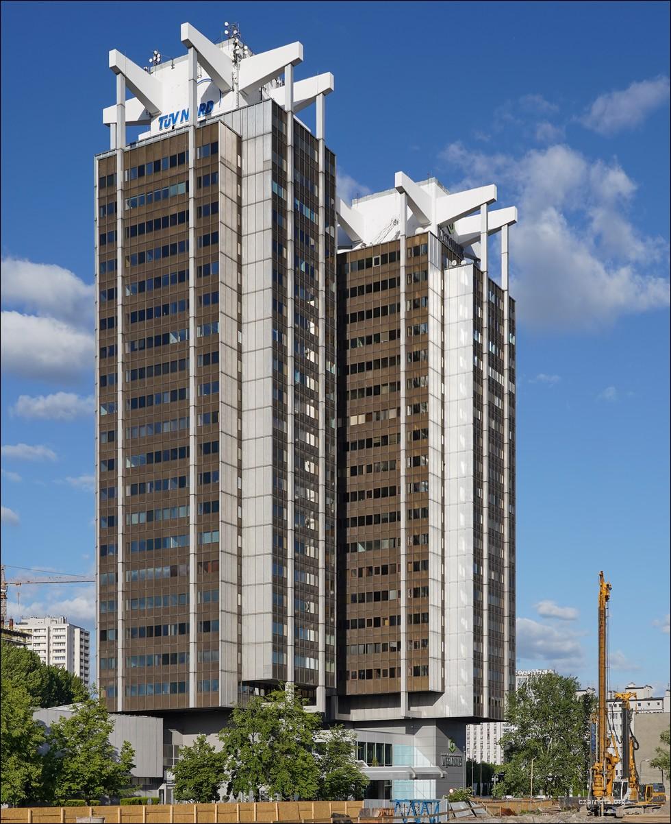 Katowice, ul. Adama Mickiewicza 29, dwa wieżowce Stalexport