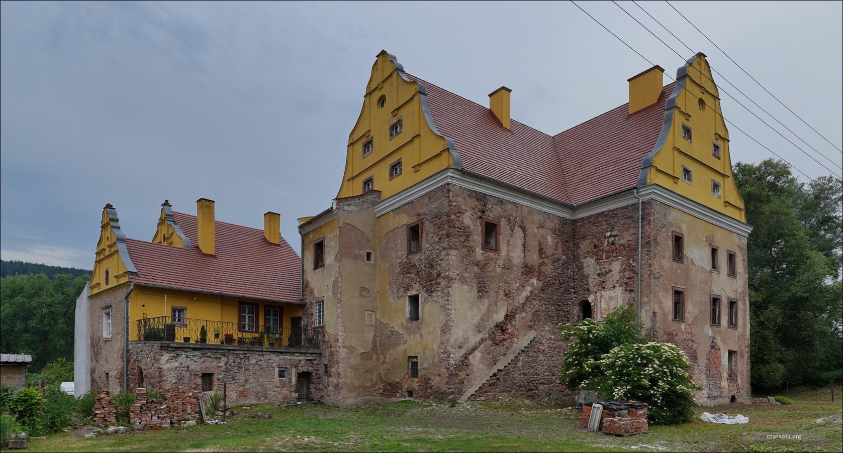 Zamek Kapitanowo w Ścinawce Średniej w 2013 i 2021
