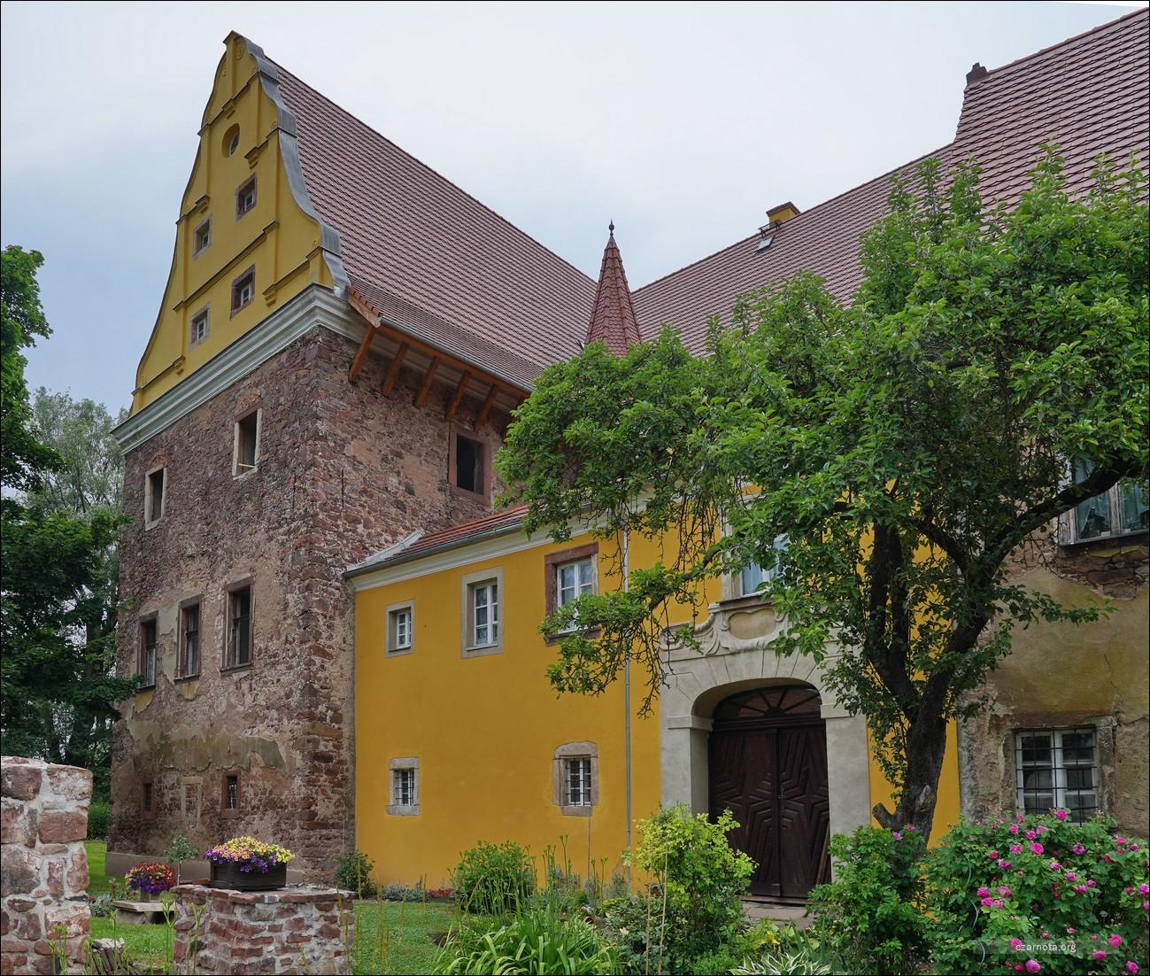 Ścinawka Średnia, Zamek Kapitanowo, zabudowania folwarku