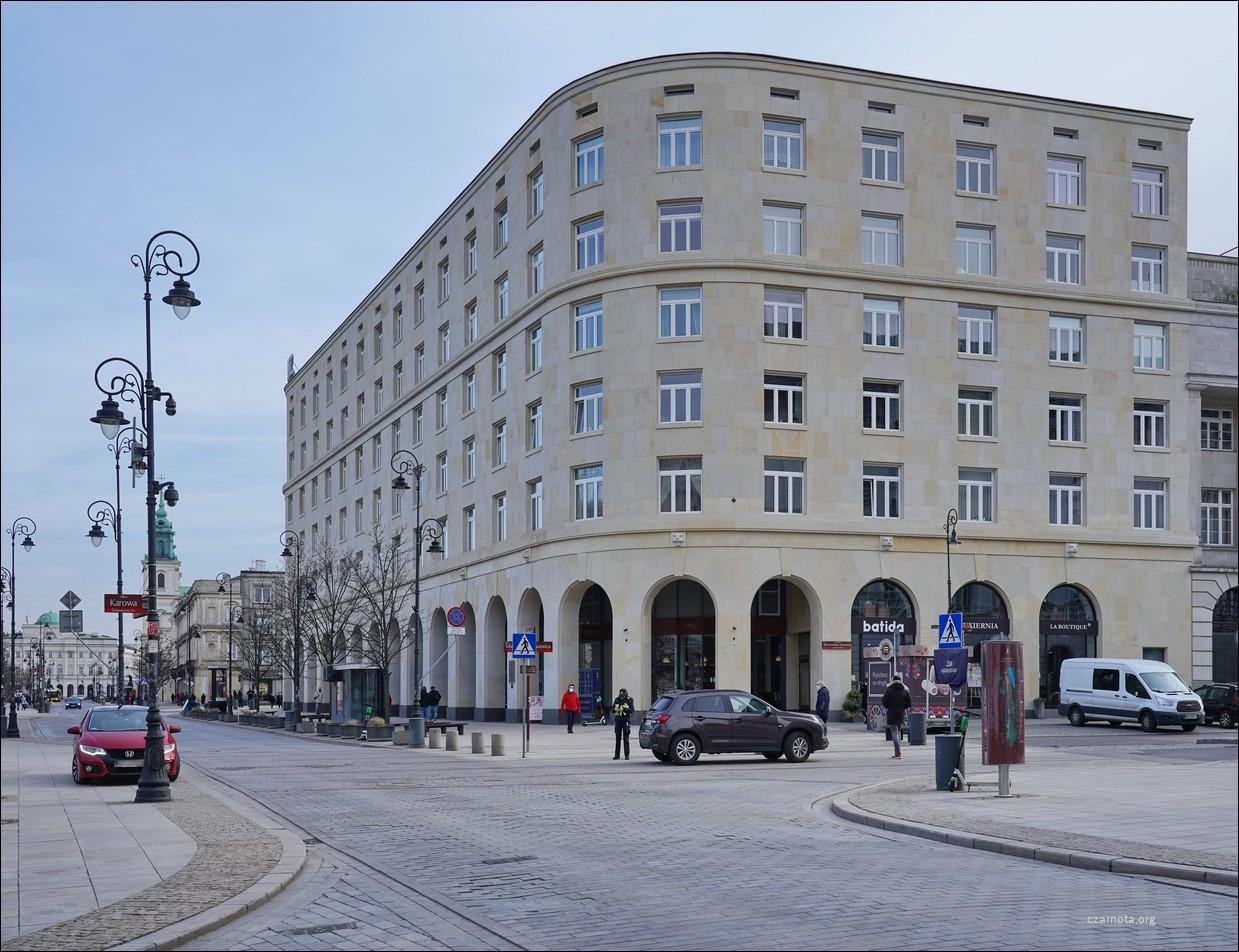 Warszawa, narożnik ul. Krakowskie Przedmieście / ul. Tokarzewskiego-Karaszewicza, Dom Bez Kantów i Hotel Europejski