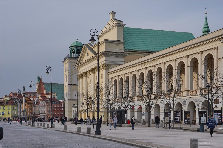 Warszawa, ul. Krakowskie Przedmieście w 2006 i 2021 roku