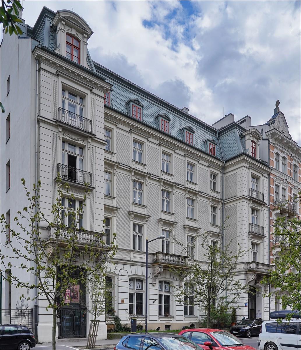 Warszawa, ul. Foksal 11 w 2007 i 2021