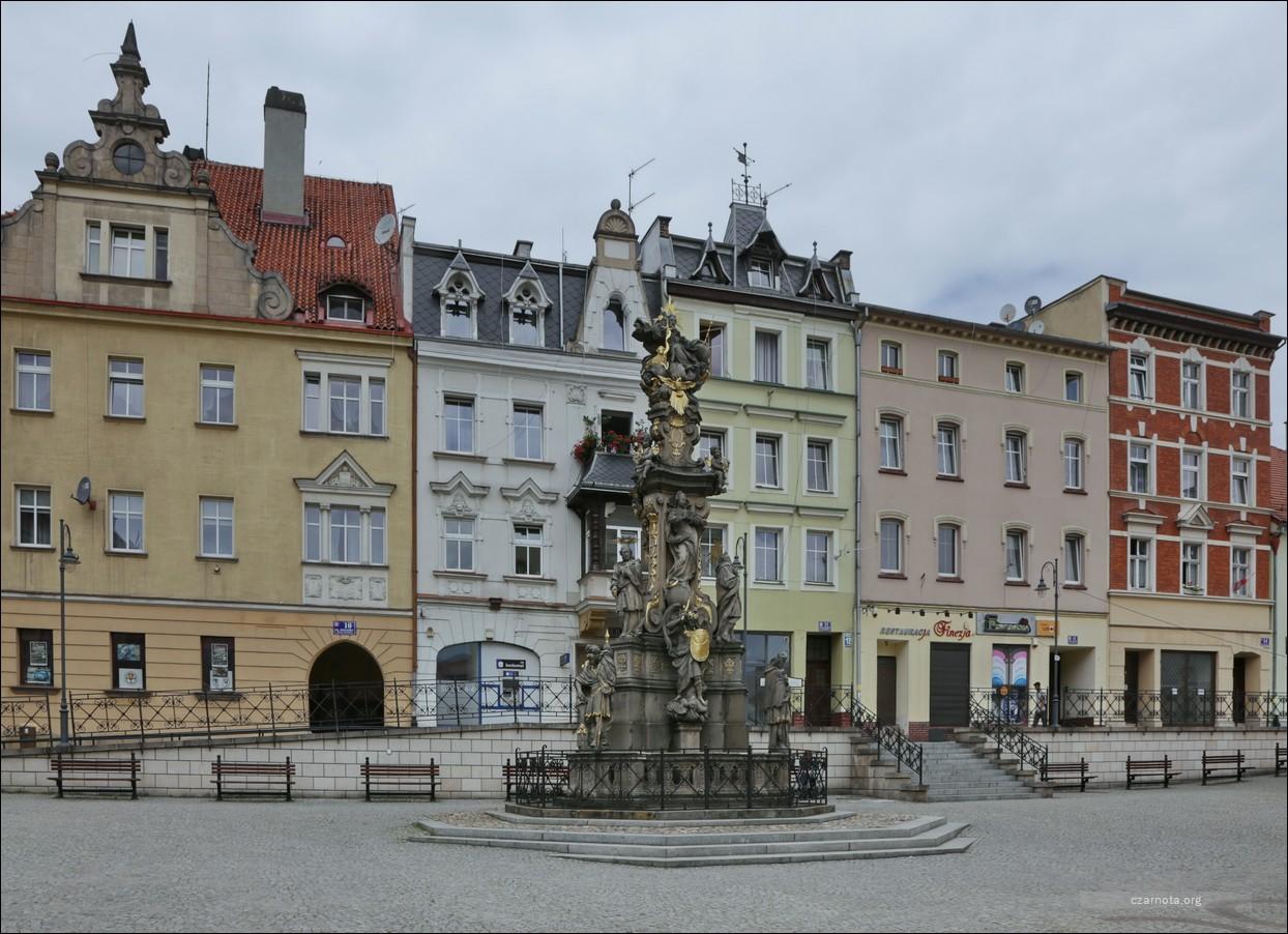 Polska, Bystrzyca Kłodzka, Rynek ul. Plac Wolności w 2010 i 2018