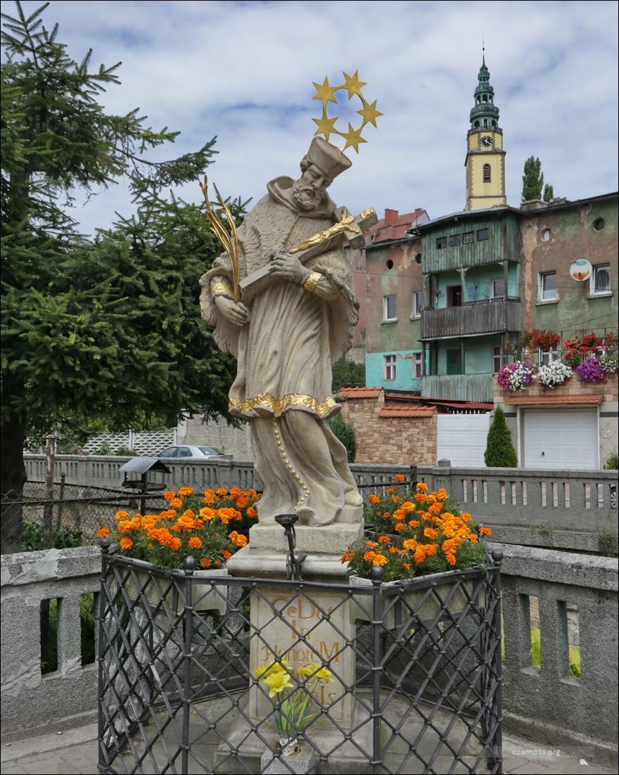 Bystrzyca Kłodzka, Nepomucen, baszty, kościół ewangelicki w 2010 i 2018