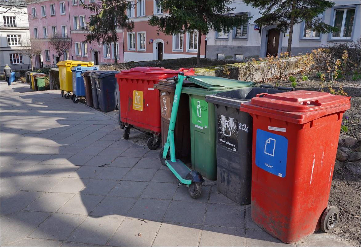 Warszawa, Mariensztat, totalna segregaja śmieci