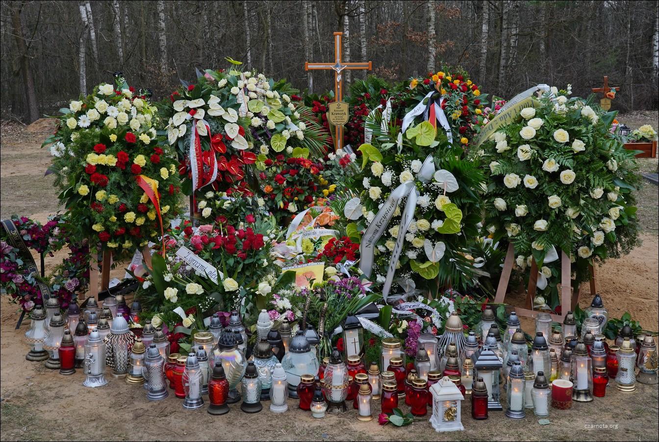 Cmentarz w Grotnikach, grób Krzysztofa Krawczyka w dniu pogrzebu