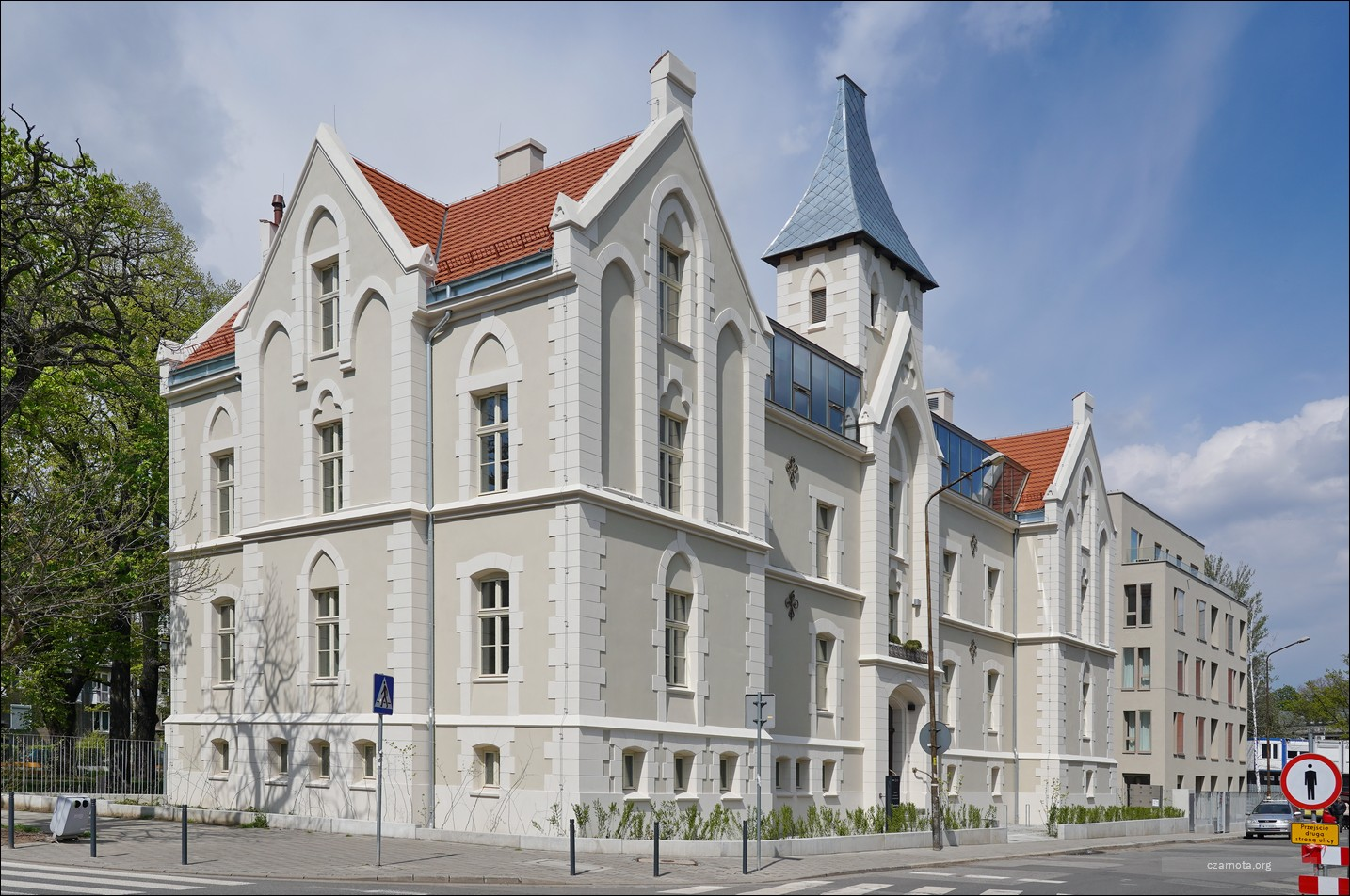Wrocław, ul. Gdańska 2, Ogrody Graua, pałacyk fundacji Heimannów w 2019 i 2021
