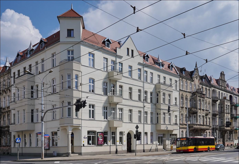 Wrocław, ul. Sienkiewicza / ul. Piastowska 37 w 2019 i 2021