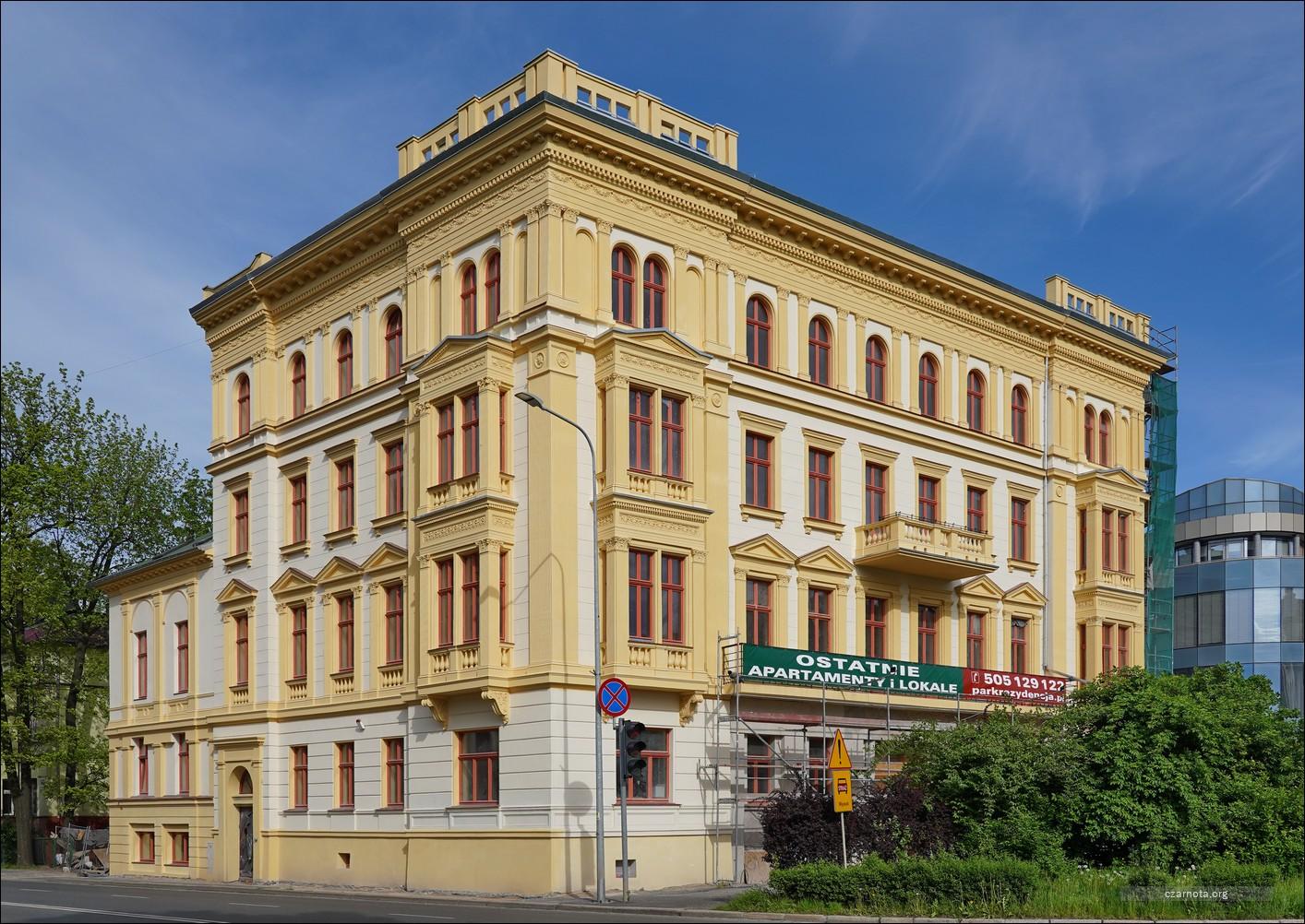 Legnica, ul. Powstanców Śląskich, Pałac Czynszowy, Park Rezydencja w 2015 i 2021