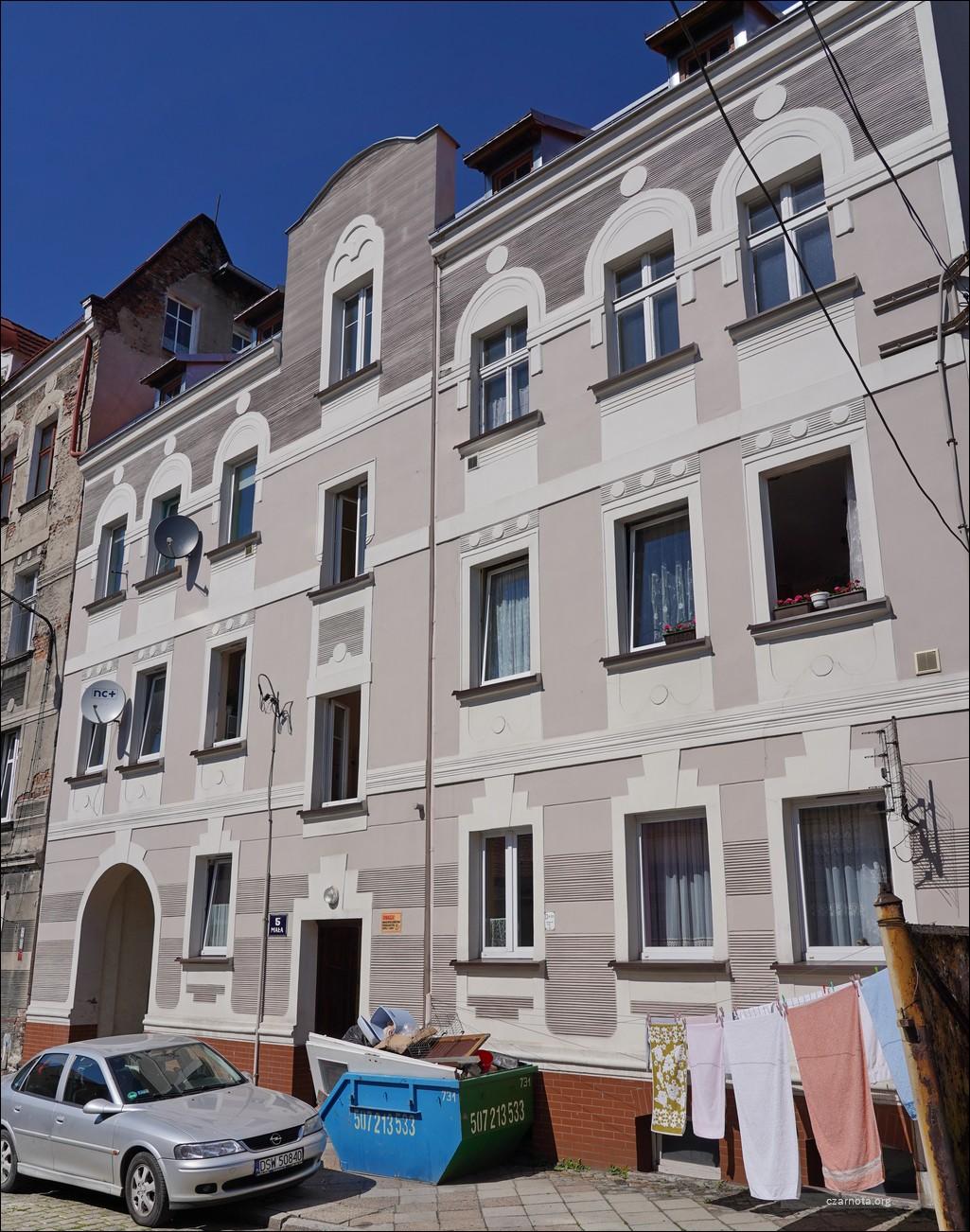 Wałbrzych, ul. Nowy Świat / Mała w 2010/12 i 2021